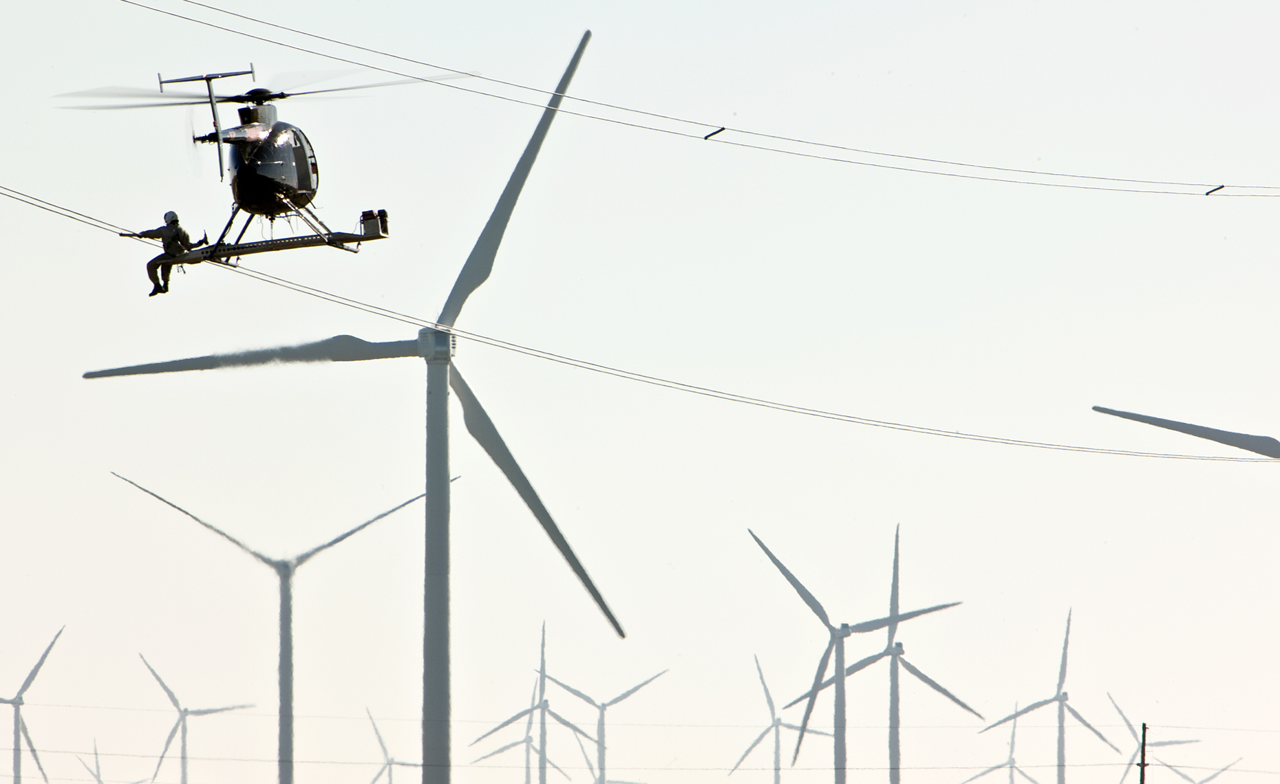 Powerlines_Windfarm_Helicopter